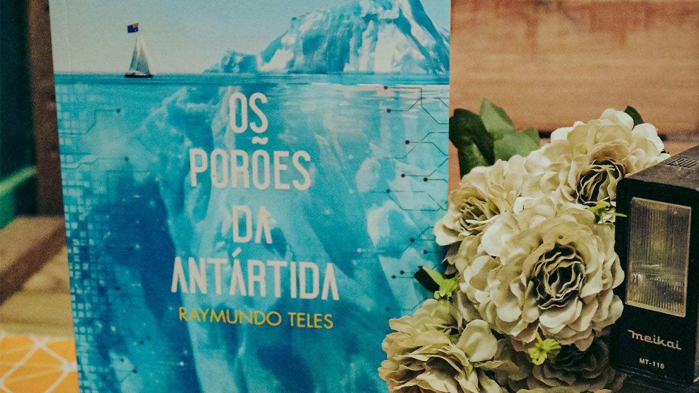 Exemplar do livro Os porões da Antártida